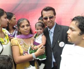 World's_Smallest_Girl_-_Jyoti_Amge_at_Jaipur_with_Paavan_Solanki