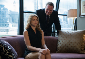 "GOTHAM: Butch Gilzean (guest star Drew Powell, R) takes Barbara Kean (Erin Richards, L) hostage in the ""Penguin's Umbrella"" episode of GOTHAM airing Monday, Nov. 3 (8:00-9:00 PM ET/PT) on FOX. ©2014 Fox Broadcasting Co. Cr: Jessica Miglio/FOX"